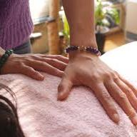 Elke maandag, woensdag en vrijdag kan je bij Ine Claessen terecht voor een Reikibehandeling. Het is noodzakelijk om daarvoor een afspraak te maken.